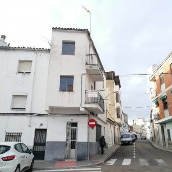 EDIFICIO (LOCAL Y VIVIENDA) EN CORIA